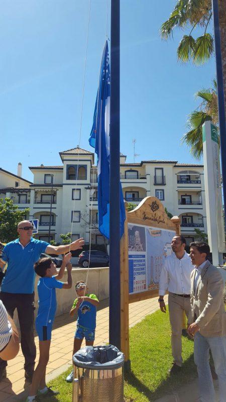 izada bandera azul Marina Isla Canela