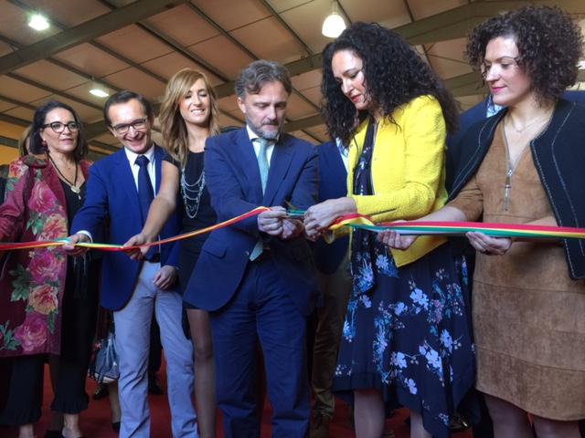 La alcaldesa de Gibraleón y el consejero de Medio Ambiente han sido los encargados de inaugurar la Feria