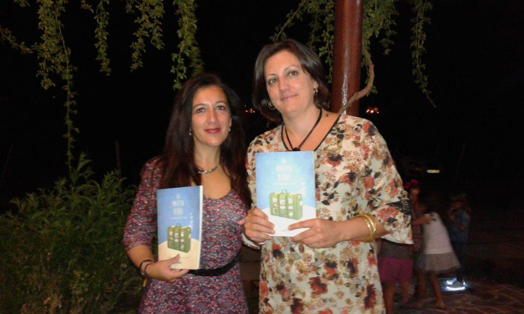 Las autoras muestran la publicación