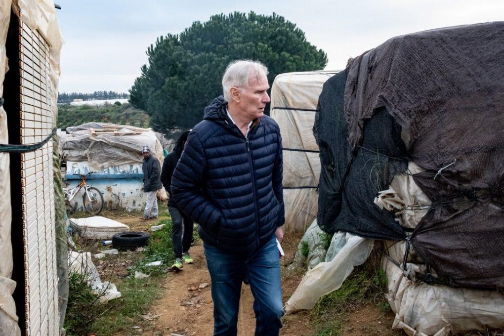 """Relator de la ONU, """"pasmado"""" al ver que recolectores de fresa en Huelva viven """"como animales"""""""